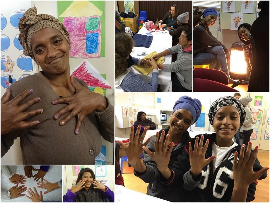 Verwenmomentje met manicure bij de vrouwen Bijbelstudie